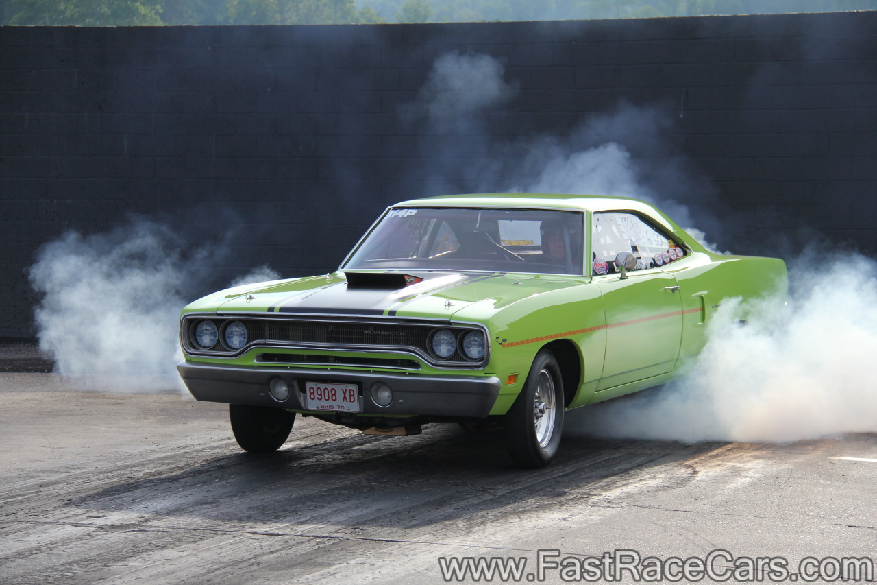 Drag Race Cars Roadrunners Picture Of Green Roadrunner Doing - Cool cars doing burnouts