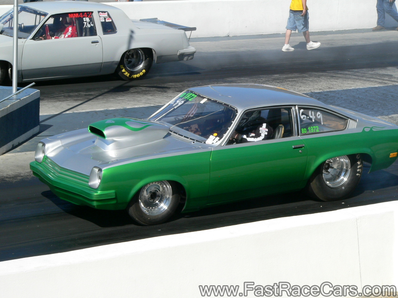Drag Race Cars > Vegas > Picture of GREEN and SILVER VEGA
